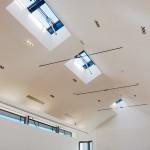 Pour terminer avec le musée, vous pourrez voir au dernier étage des fenêtres spéciales : c'est nos équipes qui les ont installés.